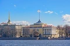 Le bâtiment d'Amirauté à St Petersburg, Russie Images libres de droits