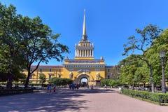 Le bâtiment de l'Amirauté principal de St Petersburg est l'un des chefs d'oeuvre de l'architecture Photographie stock