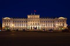Le bâtiment de l'Assemblée législative de palais de Mariinsky de St Petersburg pendant la nuit de mai Image libre de droits