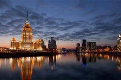 Le bâtiment de l'hôtel Radisson royal, autrefois connu sous le nom de ` de l'Ukraine de ` d'hôtel, se rapporte aux sept gratte-ci Photo stock