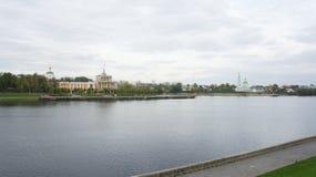 Le bâtiment de la station de rivière et du couvent de Catherine Photographie stock
