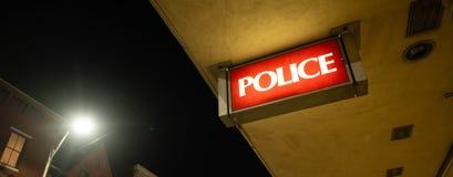 Le bâtiment de police de signe de monument de lumière de commissariat de police images stock