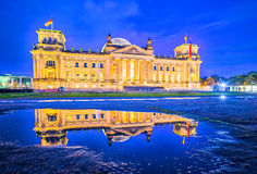 Le bâtiment de Reichstag (Deutscher Bundestag) un edifi historique image stock