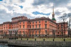 Le bâtiment du château de Mikhailovsky du côté du Moi Image libre de droits