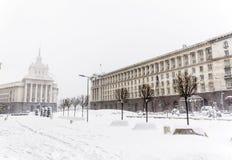 Le bâtiment du Conseil des ministres à Sofia central pendant l'hiver images libres de droits