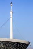 Le bâtiment du phare dans Baku Bay à l'entrée au port maritime Photographie stock