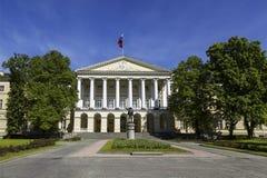 Le bâtiment du Smolny Institute des jeunes filles nobles, maintenant la résidence du gouverneur de St Petersburg, St Petersburg, photographie stock libre de droits