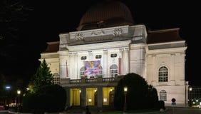 Le bâtiment du théatre de l'opéra de grazer la nuit, Graz, Autriche photos libres de droits