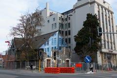 Le bâtiment a endommagé par le tremblement de terre en 2011 avec le faux avant Images libres de droits