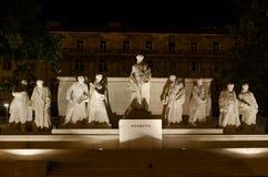 Le bâtiment hongrois du Parlement avec l'illu lumineux et bel Photo stock
