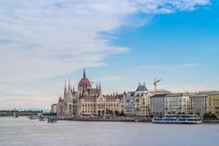 Le bâtiment hongrois du Parlement sur le Danube à Budapest Images libres de droits