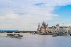 Le bâtiment hongrois du Parlement sur le Danube Image stock