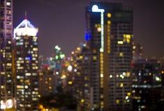 Le bâtiment la nuit allume des milieux Photos stock