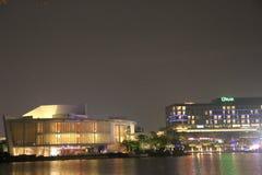 Le bâtiment magnifique sous la décoration d'éclairage dans la côte heureuse de Shenzhen photo stock