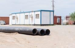 Le bâtiment mobile, est situé sur la plate-forme industrielle, images libres de droits