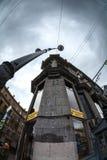 Le bâtiment sur le coin de cinq coins Un de symboles de c Images libres de droits