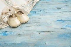 Le bébé élégant vêtx le fond Photo stock