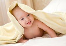 Le bébé après s'être baigné Photo libre de droits
