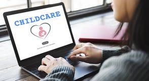 Le bébé d'amour de Childcare de soin salut le concept Image stock