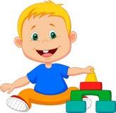 Le bébé de bande dessinée joue avec les jouets éducatifs Image libre de droits