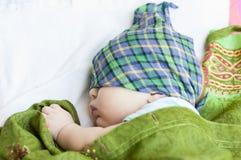Le bébé enveloppé Images stock