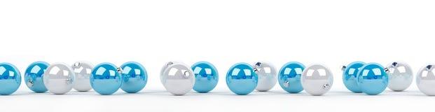 Le bagattelle di natale bianco e del blu hanno allineato la rappresentazione 3D Fotografia Stock