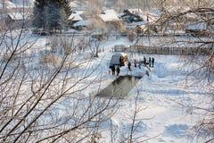 Le bain dans l'eau glaciale, le 24 janvier 2016 Image libre de droits