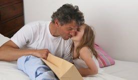 Le baiser du père Photos libres de droits