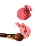 Le balai cosmétique de poudre et écrasé rougissent palette Photos stock