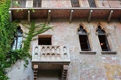 Le balcon célèbre de la Chambre de Juliet's en Italie Images libres de droits
