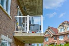 Le balcon du bâtiment moderne de logement Images libres de droits