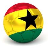 Le ballon de football avec le drapeau ghanéen 3D rendent Photos libres de droits