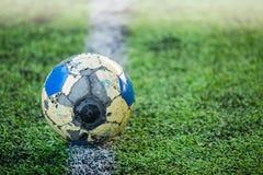 Le ballon de football long est durable image stock