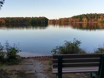 Le banc sur le lac McCormack Photographie stock