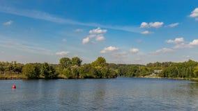 Le banche del fiume Ruhr vicino a Muelheim, Germania fotografia stock