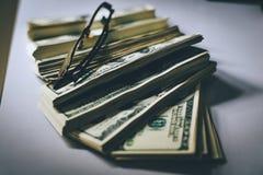 Le banconote del dollaro dei soldi valgono molto Può essere il comfortabl commerciale fotografia stock