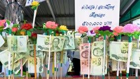 Le banconote hanno donato dagli ospiti per manutenzione il tempio Fotografia Stock