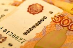 Le banconote russe dei soldi con il più grande valore 5000 rubli si chiudono su Macro colpo delle banconote arancio Immagini Stock Libere da Diritti