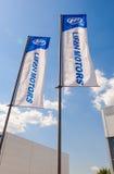 Le bandiere dei motori di Lifan sopra cielo blu Immagine Stock