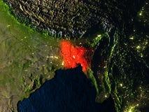 Le Bangladesh en rouge de l'espace la nuit Photo stock