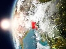 Le Bangladesh pendant le coucher du soleil sur terre Image stock