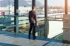 Le banlieusard d'homme d'affaires voyage et il est triste Photo libre de droits