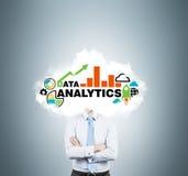 Le banquier pense aux solutions analytiques pour le développement des affaires Photo stock
