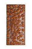 Le bar de chocolat avec des noisettes a isolé Photographie stock