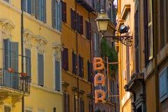Le bar signent dedans la rue de Rome Photos libres de droits