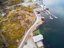 Le barche di Tursit hanno attraccato in una piccola baia in Norvegia Fotografia Stock Libera da Diritti