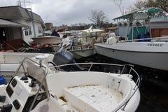 Le barche hanno fracassato alla terra Fotografie Stock Libere da Diritti