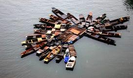 Le barche nel fiume fotografia stock libera da diritti