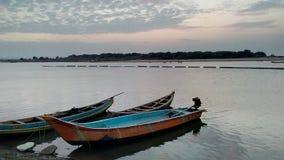 Le barche nel fiume Godavari fotografia stock