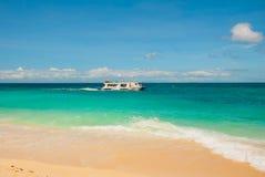 Le barche si sono messe in bacino sulla spiaggia di sabbia, Boracay, le Filippine Fotografia Stock Libera da Diritti